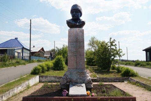 Памятник-бюст писателю  Д.Н. Мамину-Сибиряку